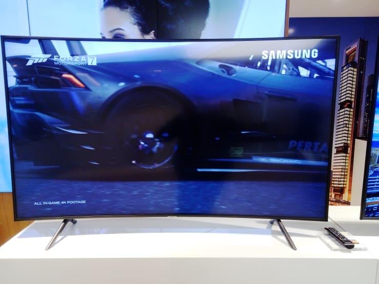 Televisor con pantalla curva Samsung NU7305