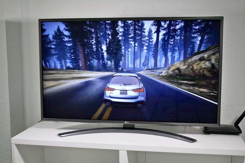 LG UN81006 con videojuegos