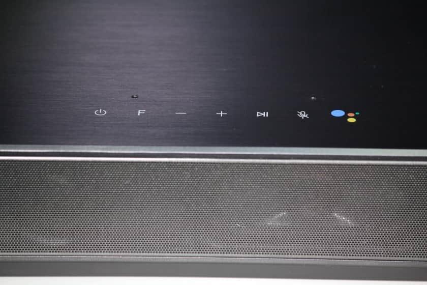 Botones táctiles situados en la parte superior de la LG SN11RG