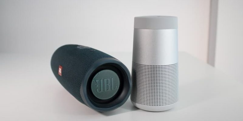 Bose SoundLink Revolve vs. JBL Charge 4 – Comparativa